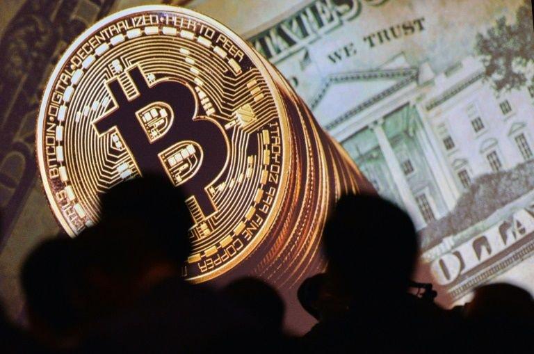 Bitcoin tem queda brusca no mercado após restrições da China